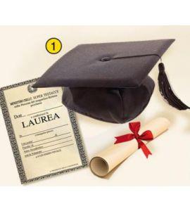 Cappello laurea con pergamena